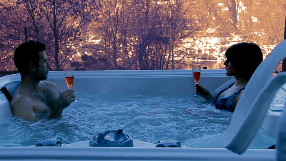 External heated jacuzzi overlooking the lake